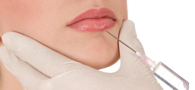 Przygotowanie do zabiegu powiekszania ust